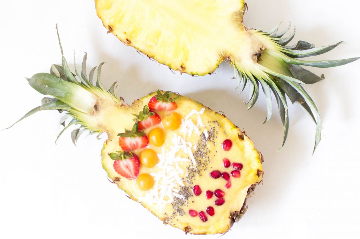 Pineapple smoothie boat, smoothie, shake, pineapple smoothie, tropical smoothie, healthy recipe, vegan dinner, vegan lunch, food ideas, healing food
